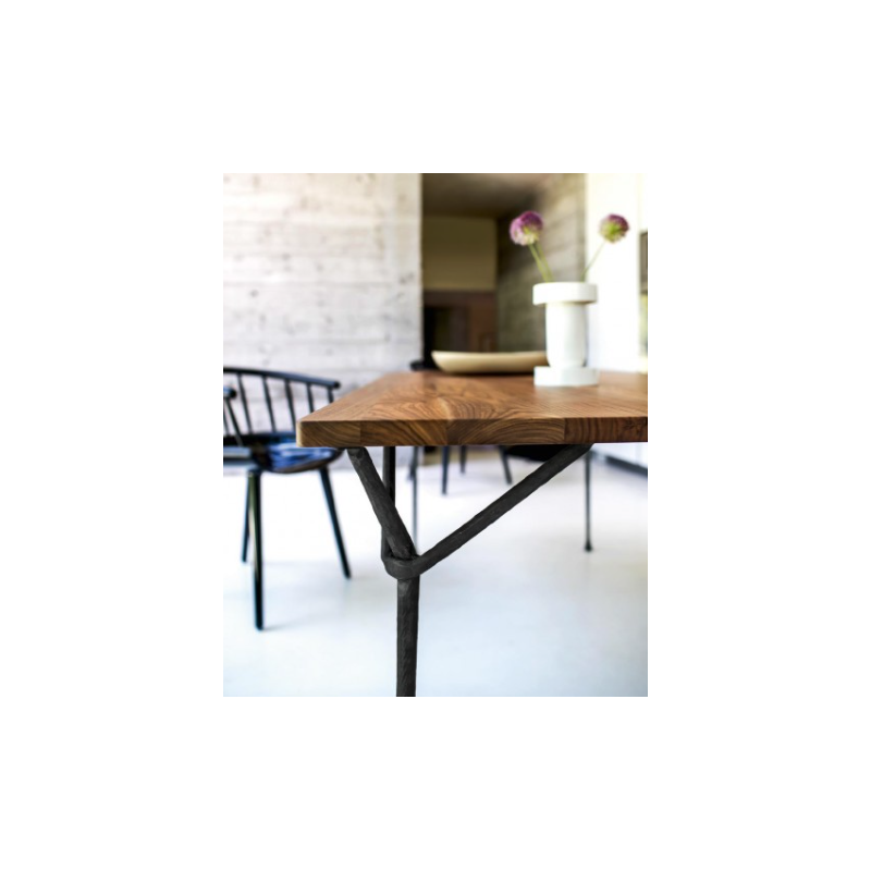 Table officina magis ronan erwnb bouroullec for Table design 90 cm